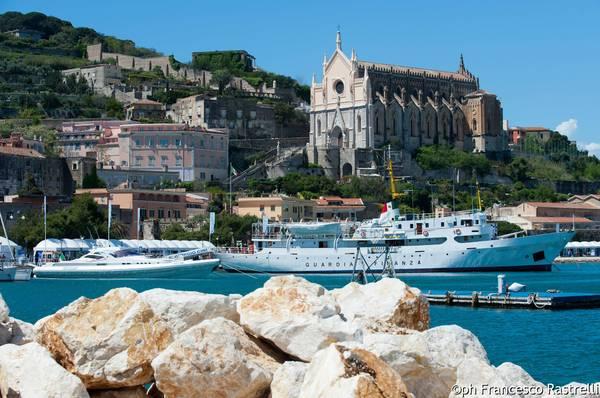 Yacht med festival Gaeta