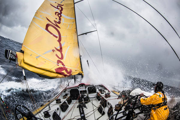 Vela: Volvo Ocean Race, notte di paura in oceano