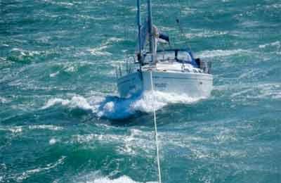 Bavaria 30 perde timone nel mare agitato e lancia il mayday