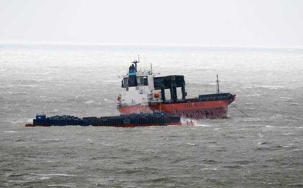 Tempesta sulla Manica, scontro tra un cargo e una chiatta