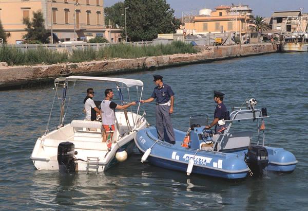 Nautica: Mit, proroga al 2020 per l'obbligo della patente fuoribordo